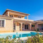 Villa deux étages avec piscine