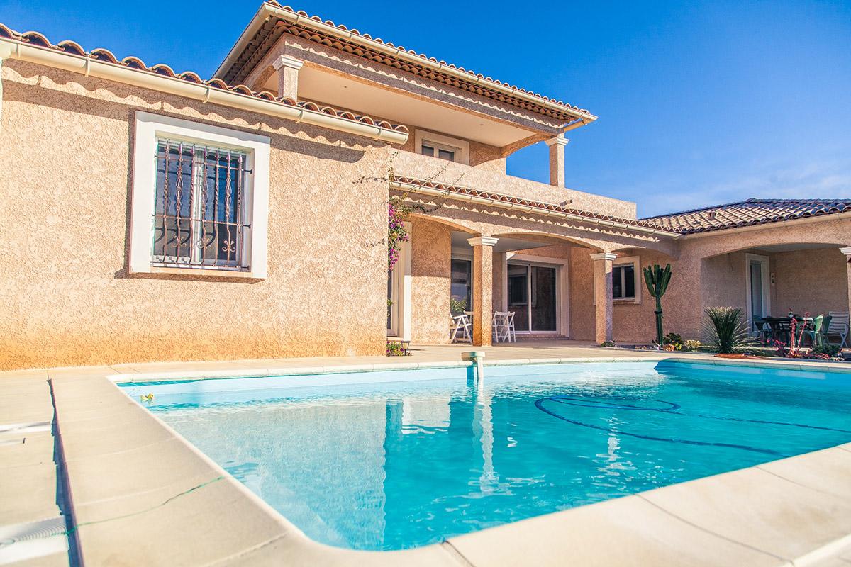 Maison deux tages avec piscine carqueiranne promosud for Constructeur piscine var