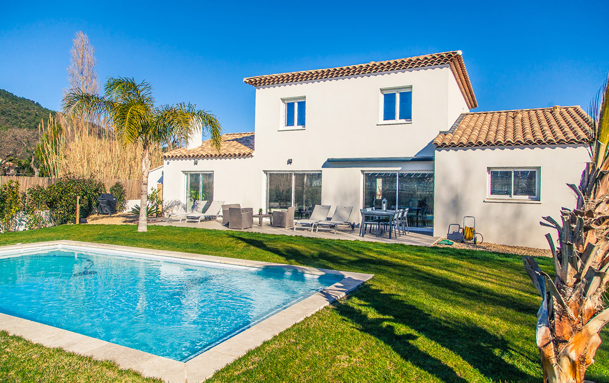 Villa deux tages avec piscine hy res promosud for Piscine hyeres