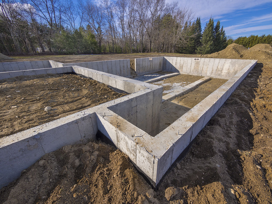 Construire une maison sur un terrain en pente descendante for Maison pilotis terrain pente